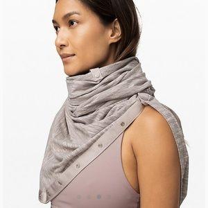 Lululemon vinyasa snap scarf gray